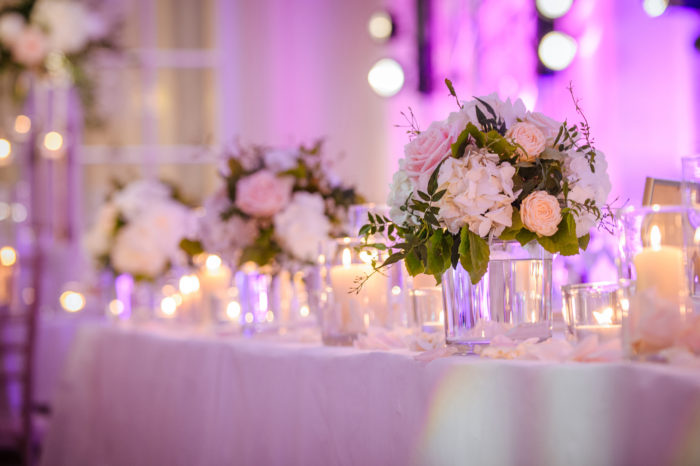Wedding top table flowers by Moutan